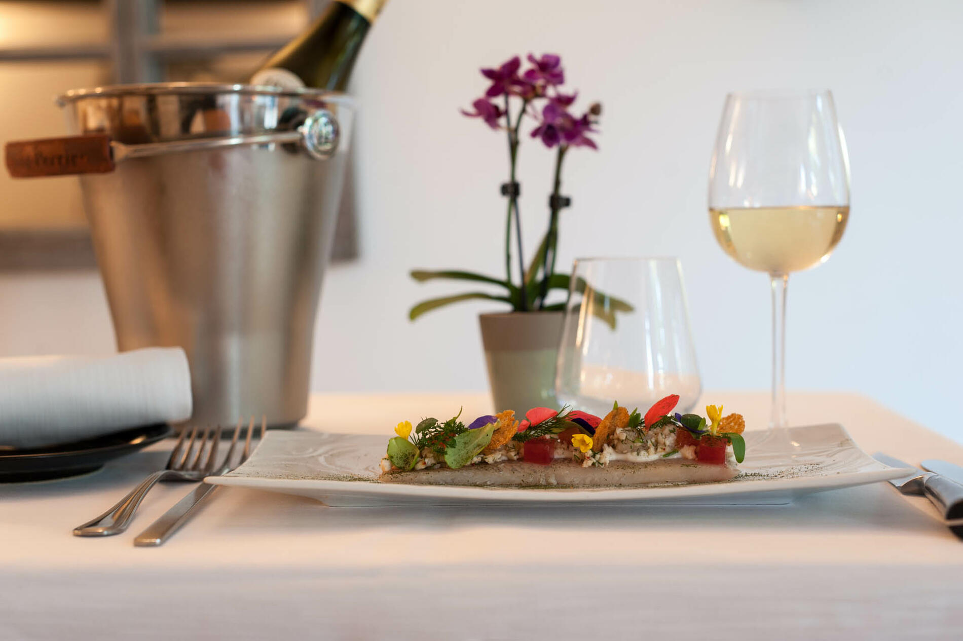 plats du restaurant de l'hôtel Clos St Elois, The Originals Rela