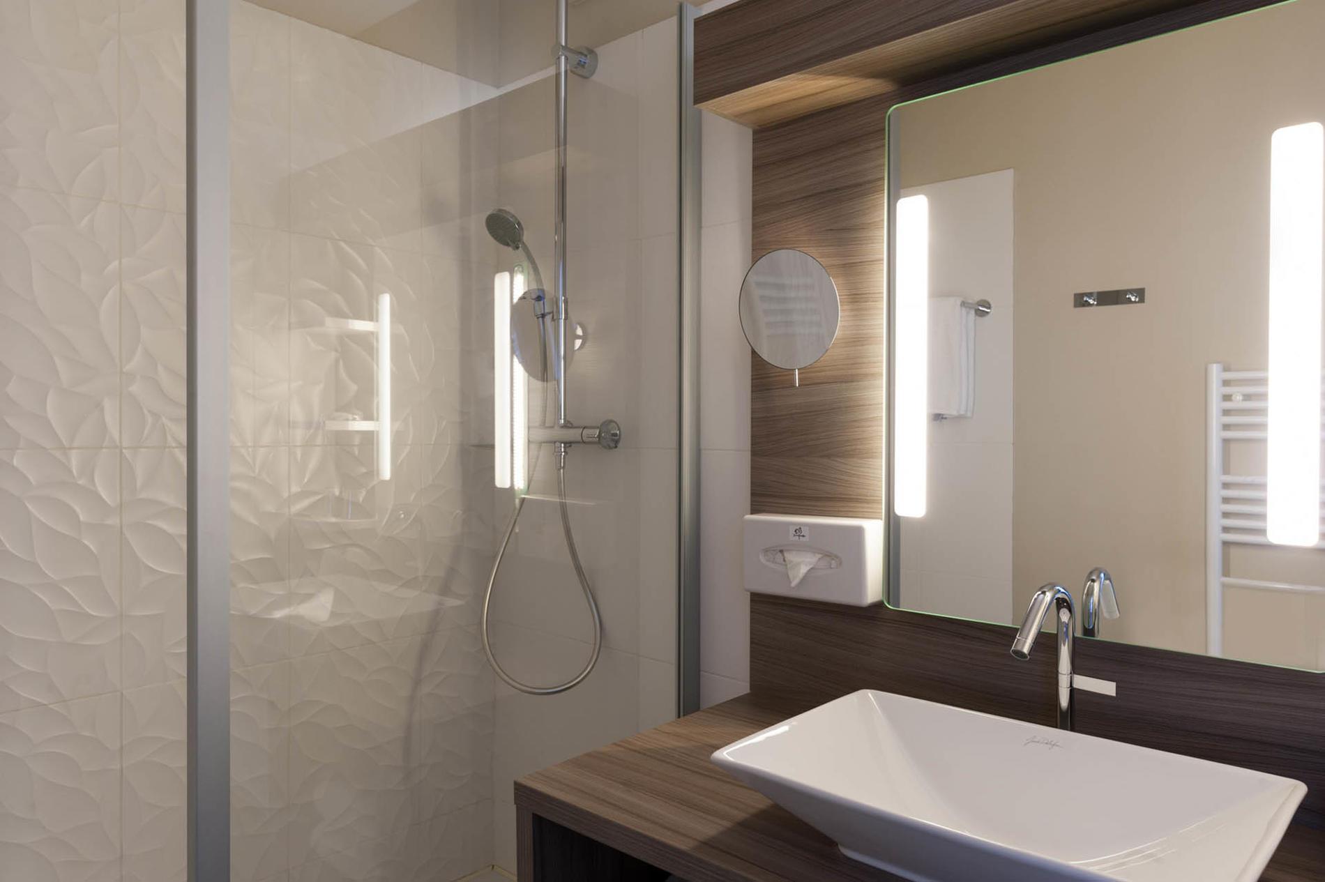 salle de bain à l'hôtel Clos St Elois, The Originals Relais