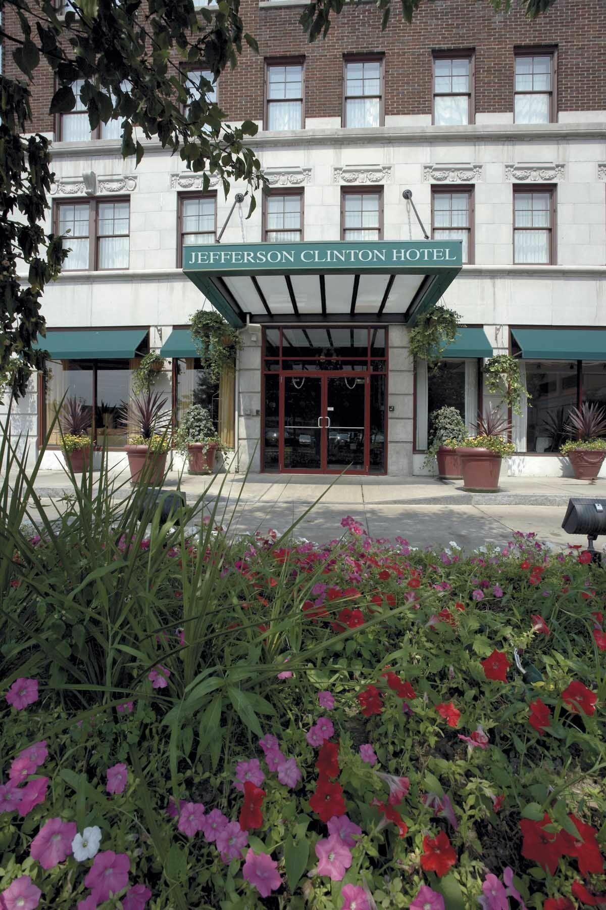 Exterior of Jefferson Clinton Hotel
