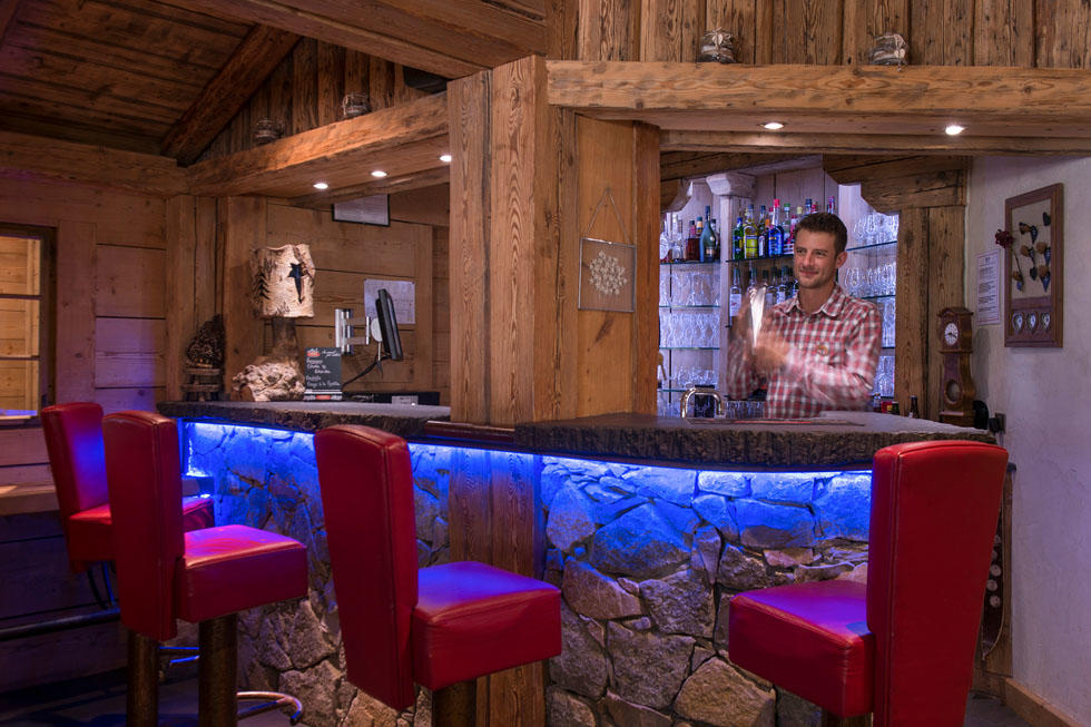 Cosy Cocktail Bar at Hotel Les Gentianettes, The Originals Relai