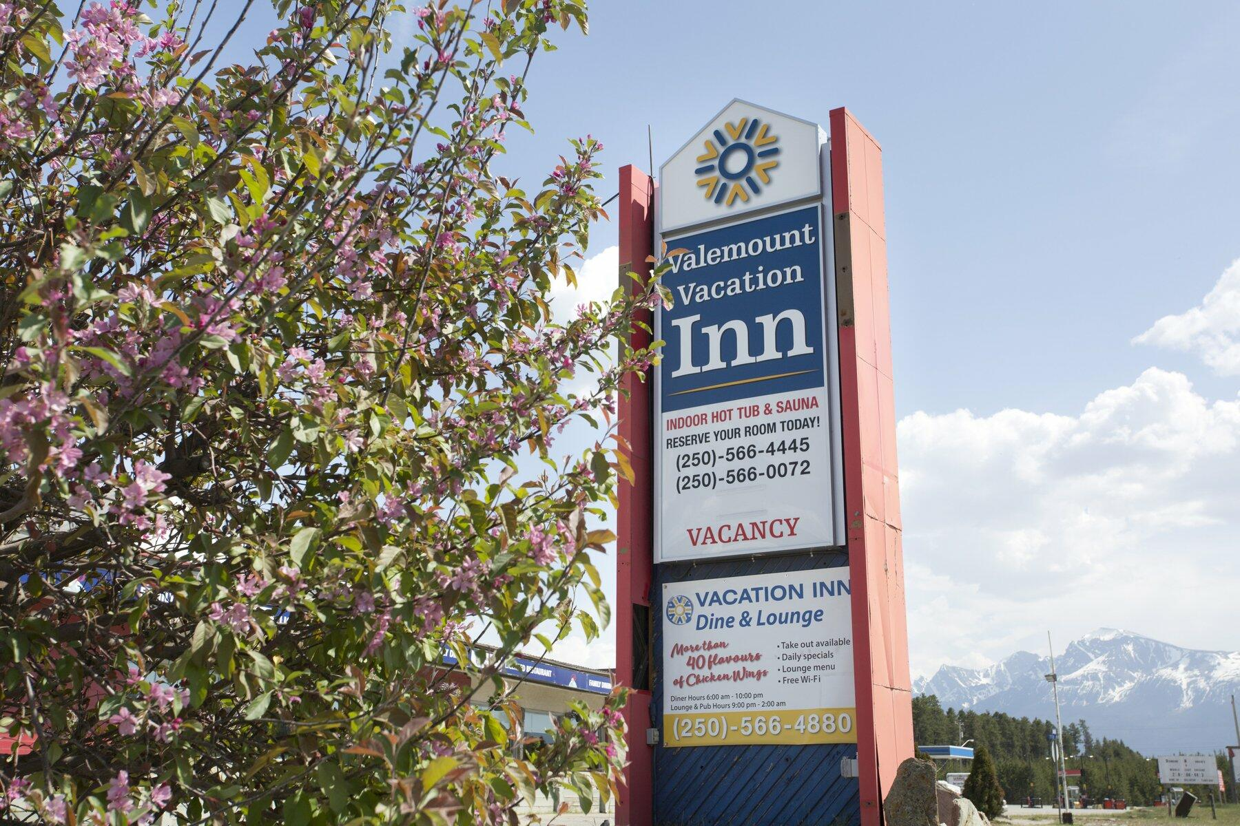 Valemount Vacation Inn Exterior