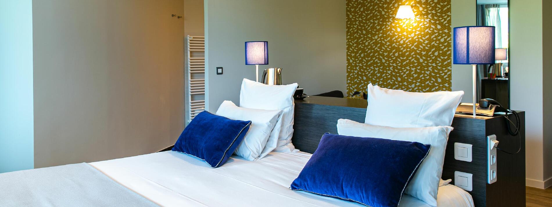 Grand confort literie haut de gamme chambre spacieuse décoration