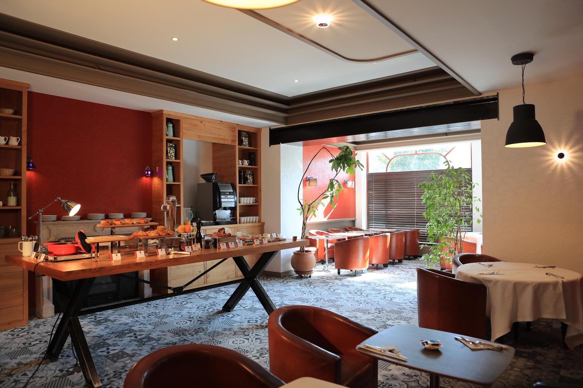 Breakfast at The Originals Boutique, Grand Hôtel Saint-Pierre
