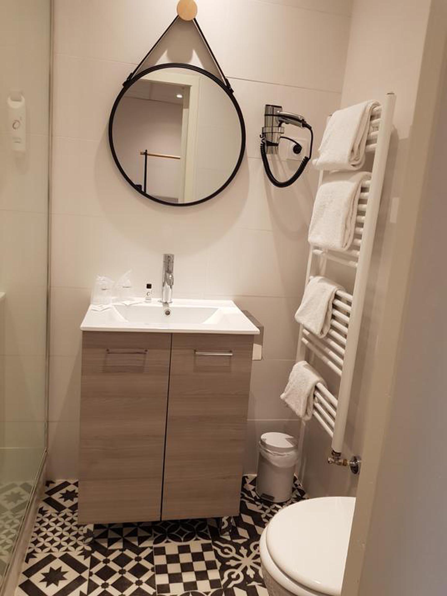 Bathroom at The Originals Boutique, Grand Hôtel Saint-Pierre