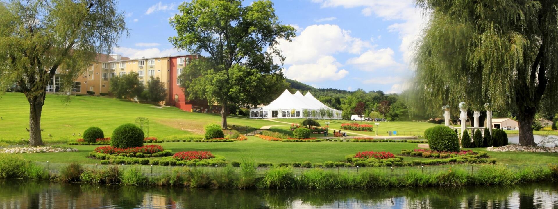 Garden and outdoor wedding venue