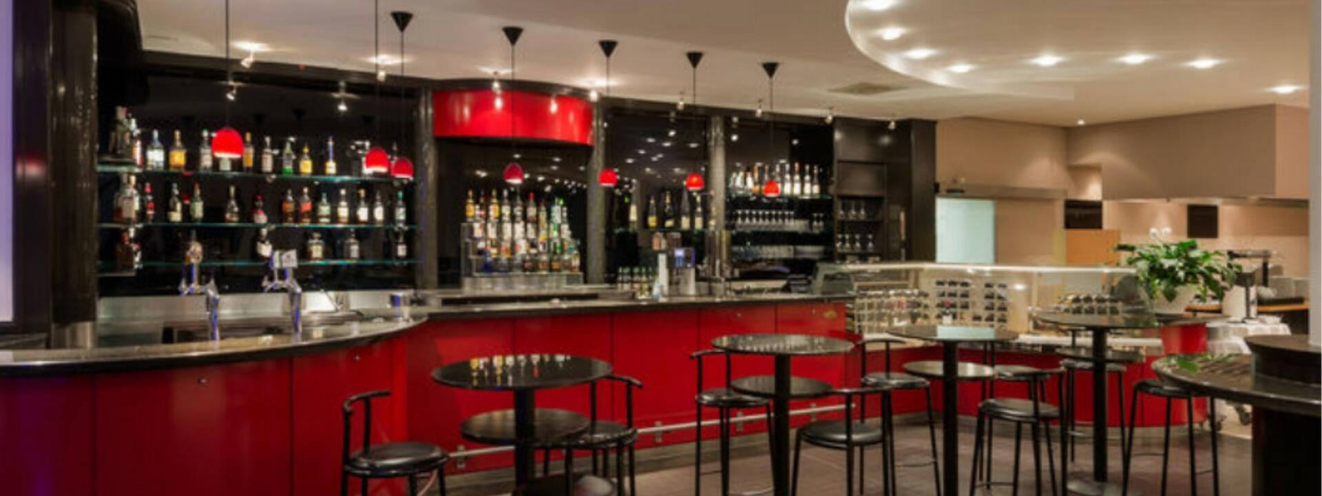 other view of the lobby bar at Precise House Düsseldorf Airport