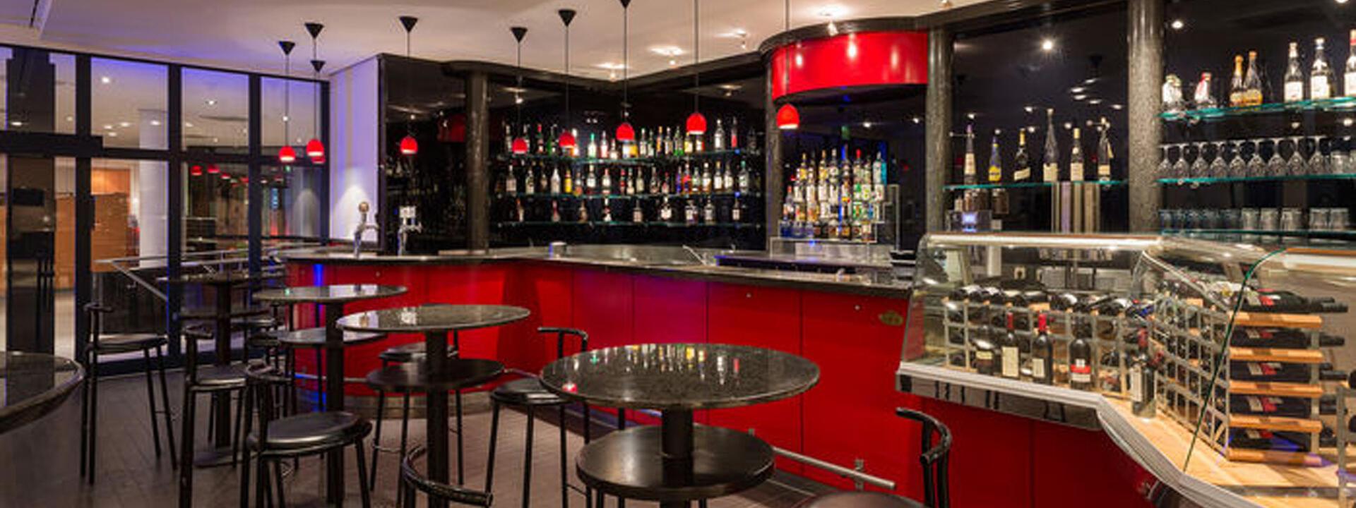 Bar facilities at Precise House Düsseldorf Airport