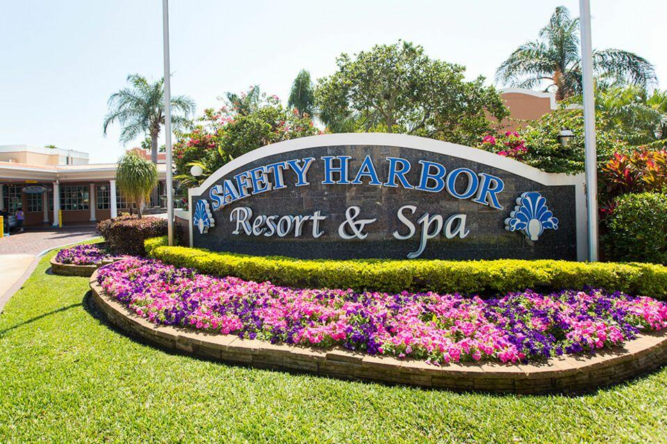 Flowered sign with Safety Harbor Resort & Spa.
