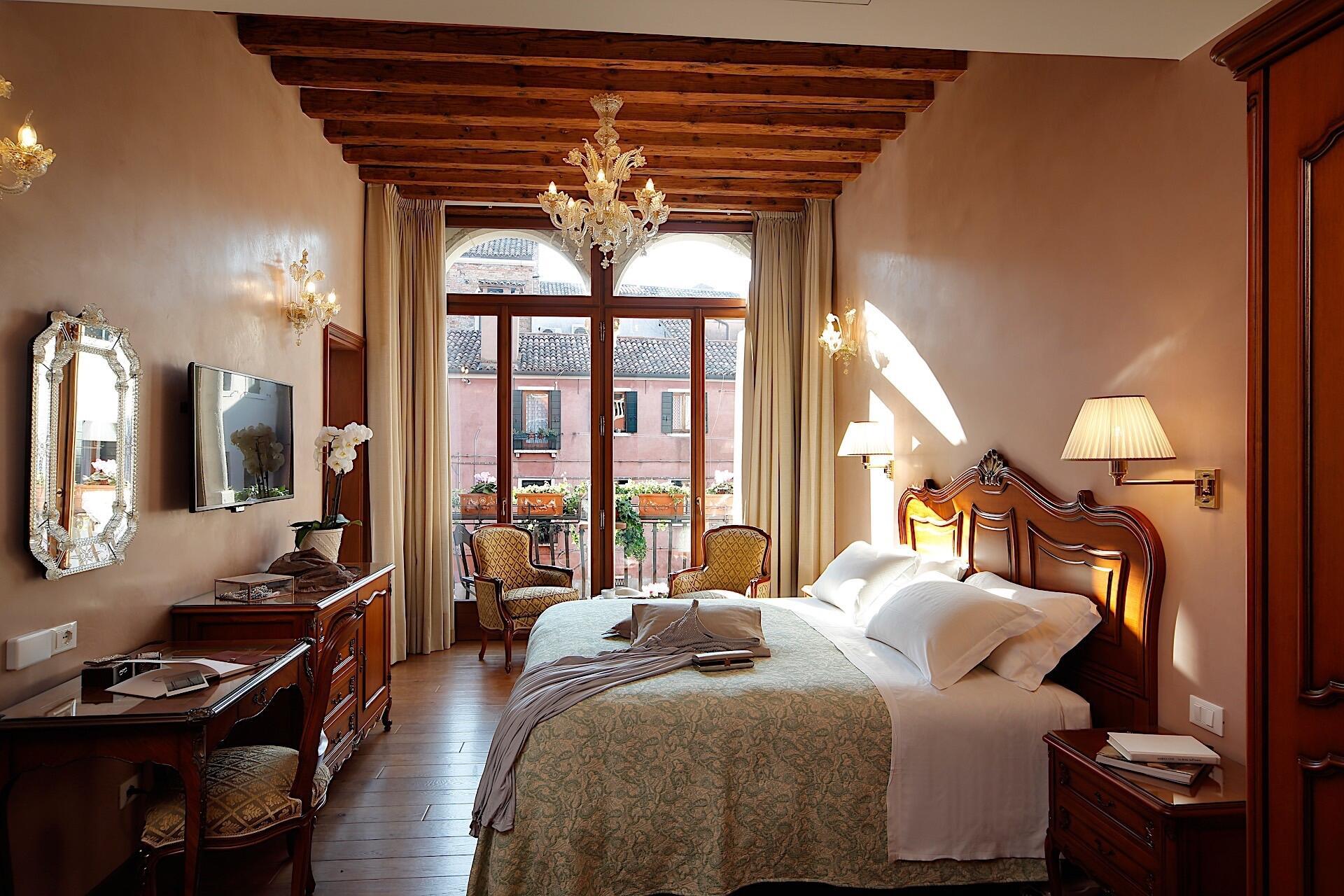 Superior room at Hotel Bisanzio in Venice, Italy