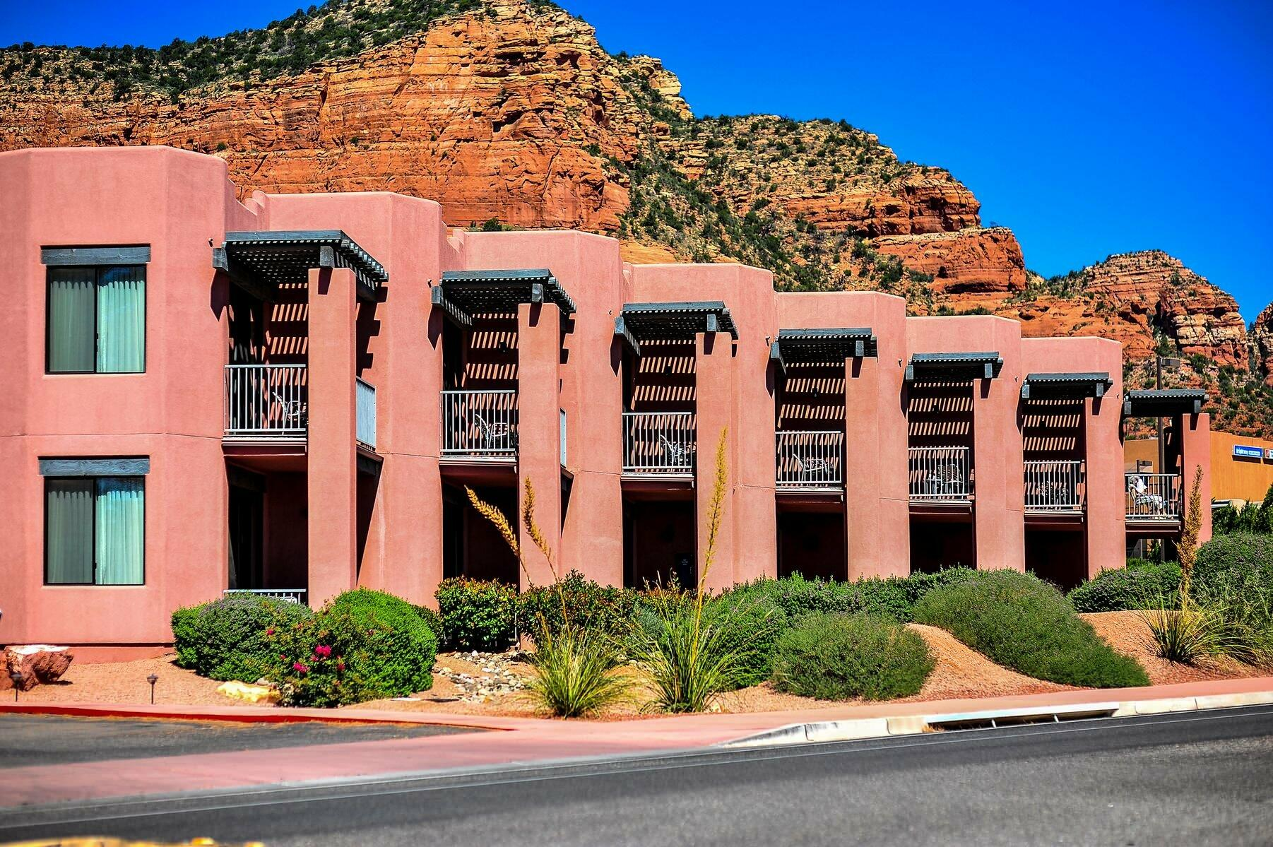 Bell Rock Inn and Suites Exterior