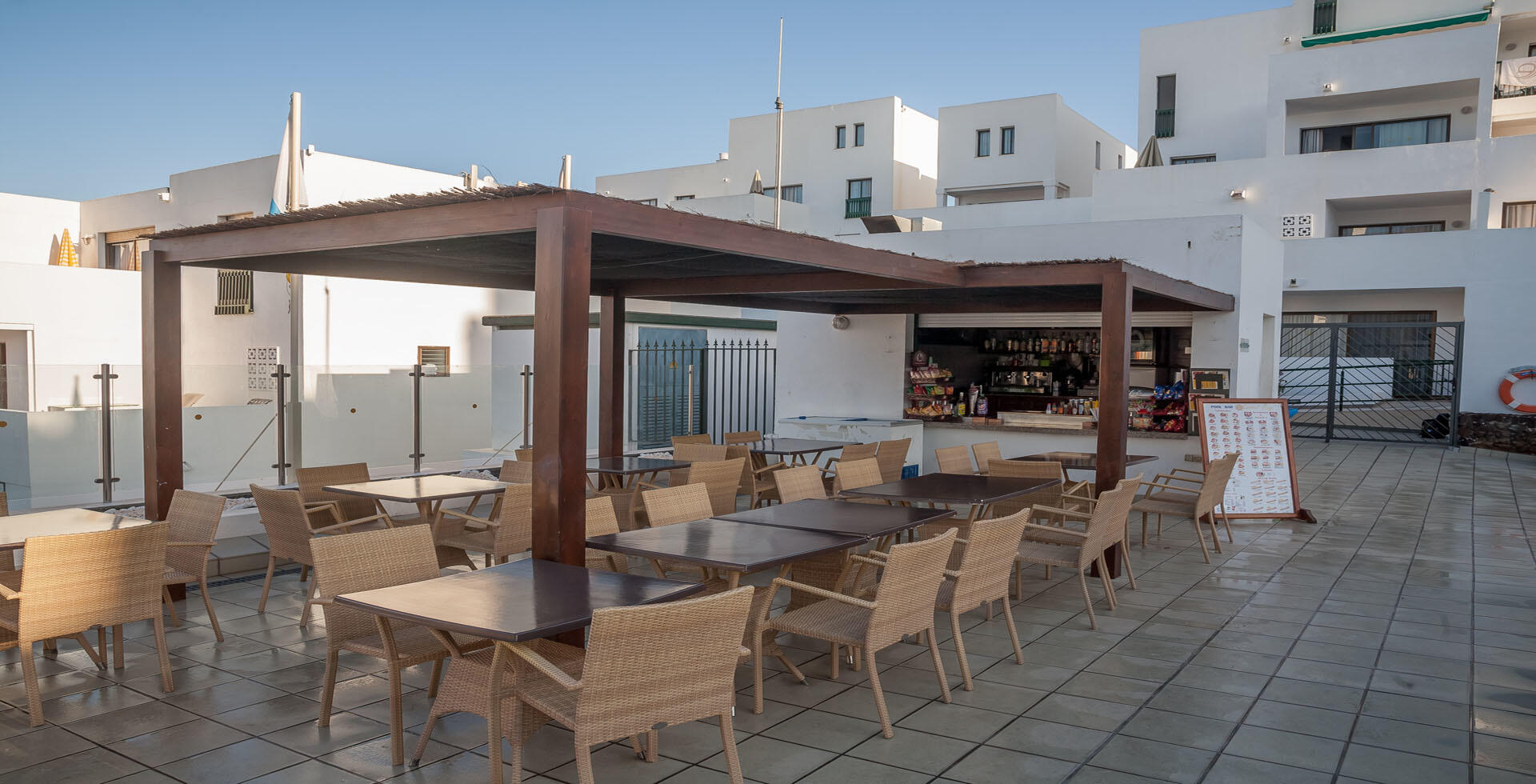 Bar de la piscina de Sunset Bay Club, Tenerife