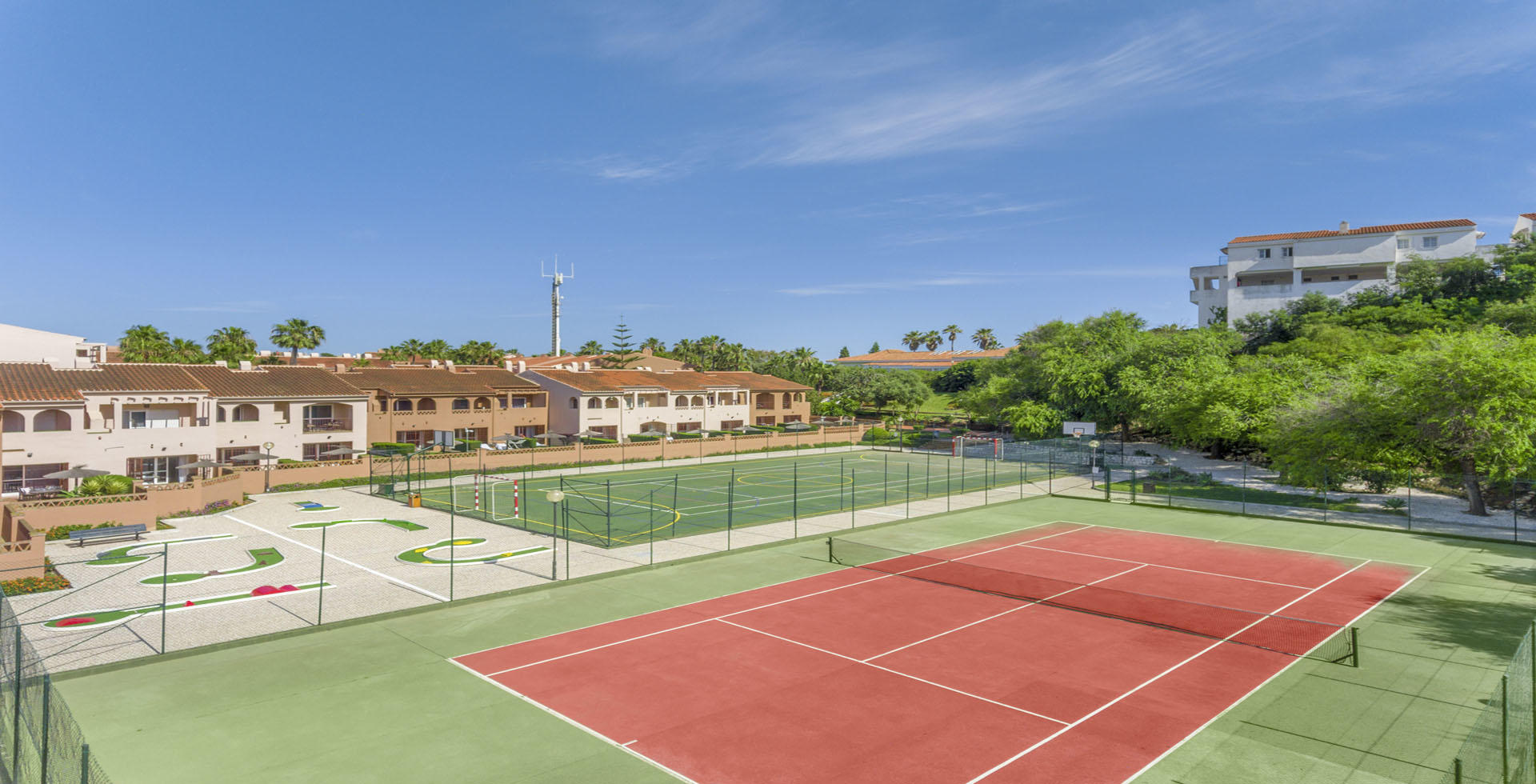Los Amigos Beach Club Tennis Court