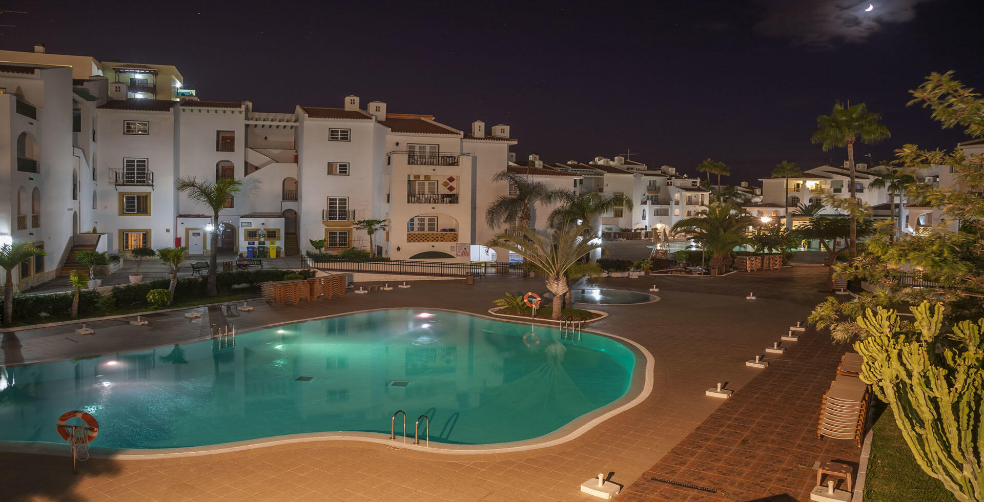 Sunset Harbour Club Outdoor Swimming Pool at Night