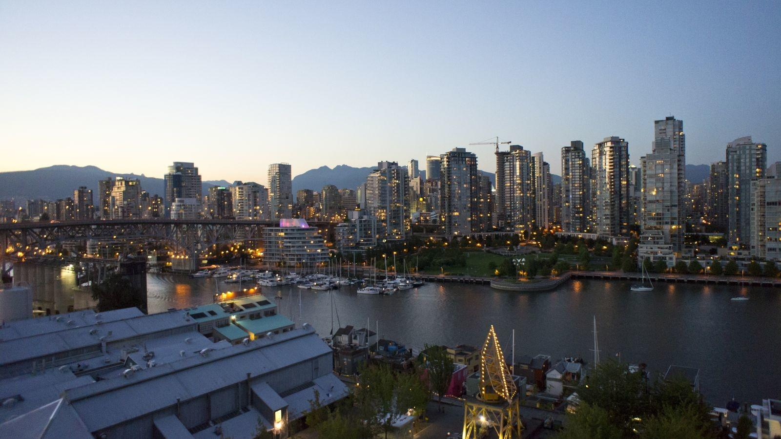 False Creek, downtown vancouver, boats, trees, seawall, crane, E