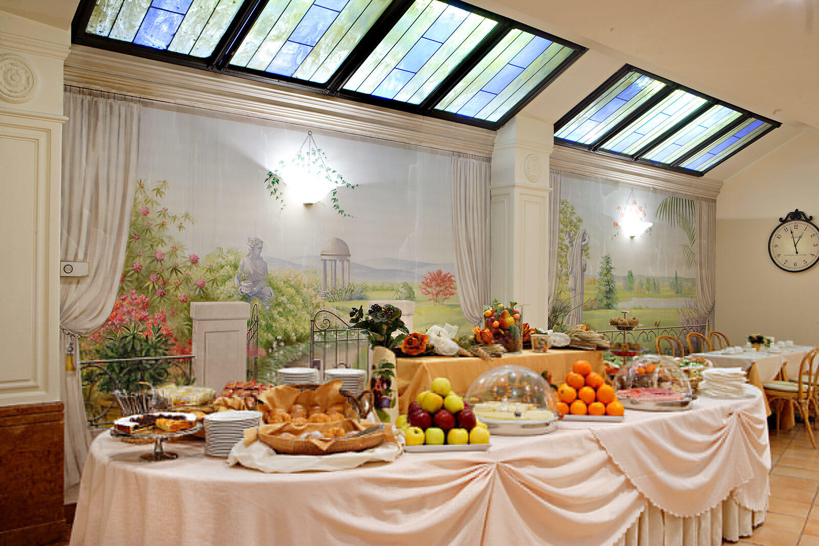 Breakfast Room at Hotel Mozart in Milan