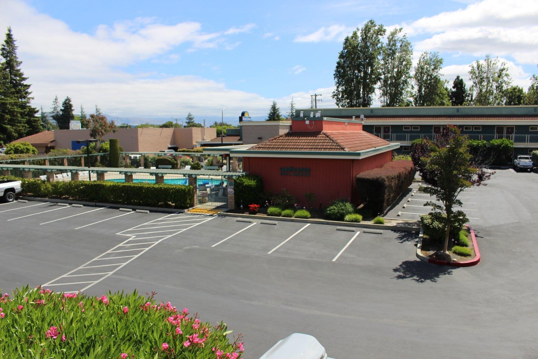 Days Inn & Sundowner Sunnyvale View of Pool
