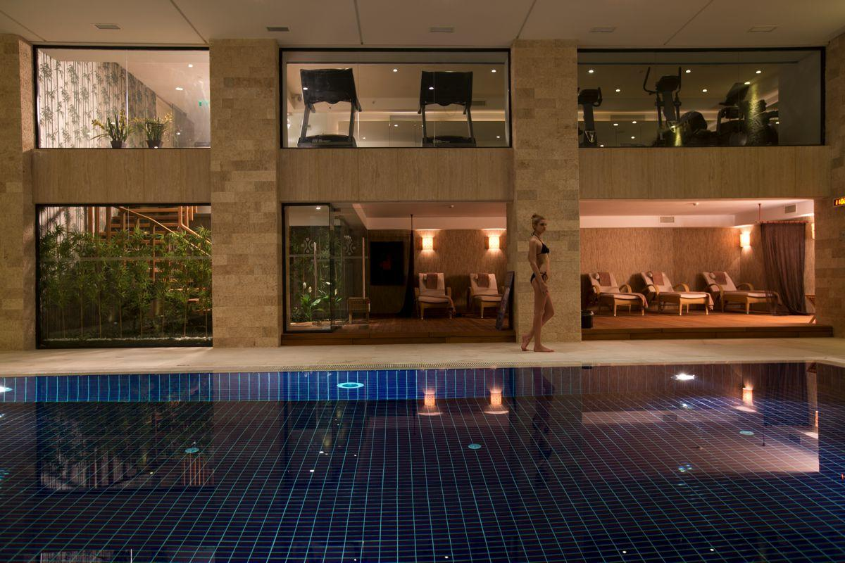 Swimming pool at Miracle Istanbul Hotel