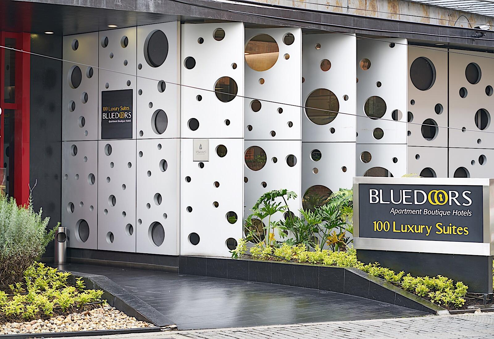 Exterior of Bluedoors Apartahotel 100 Luxury Suites