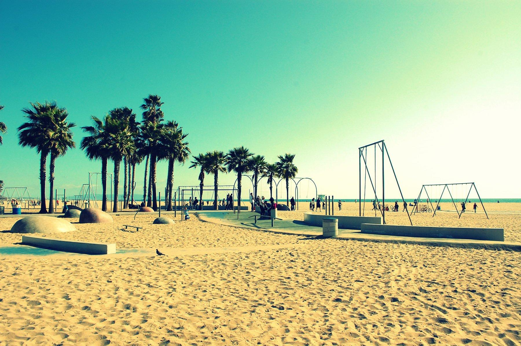 Wide photo of Santa Monica beach
