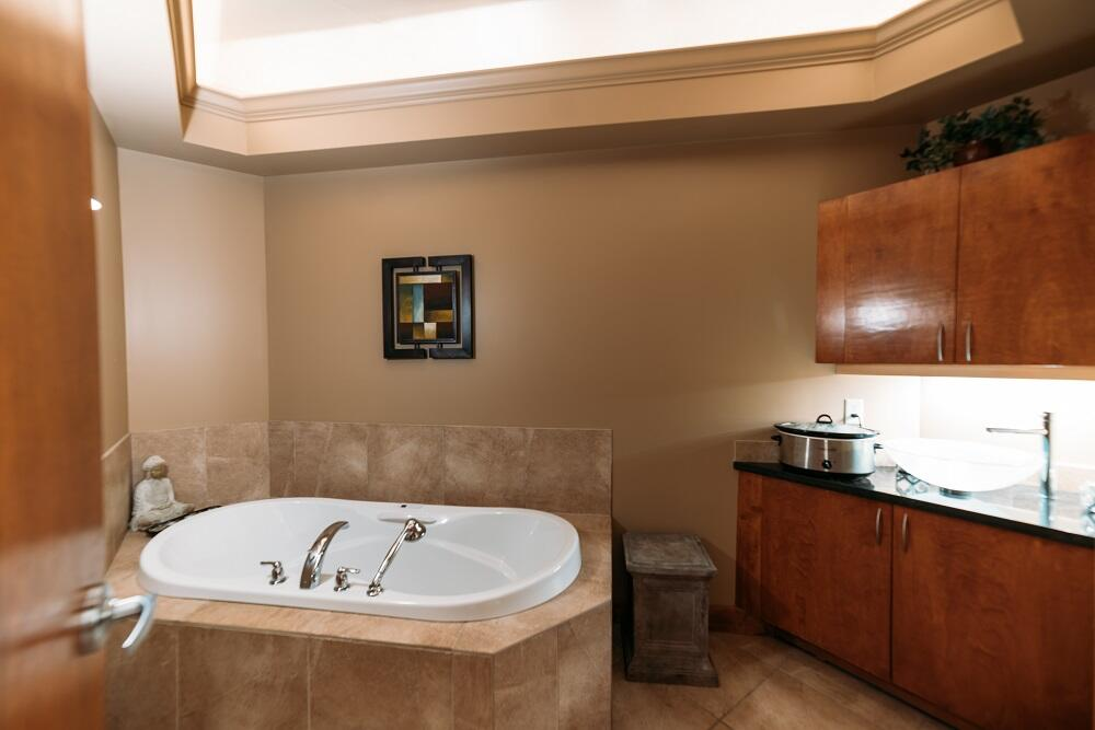 hydrotherapy tub Spa at The Cove