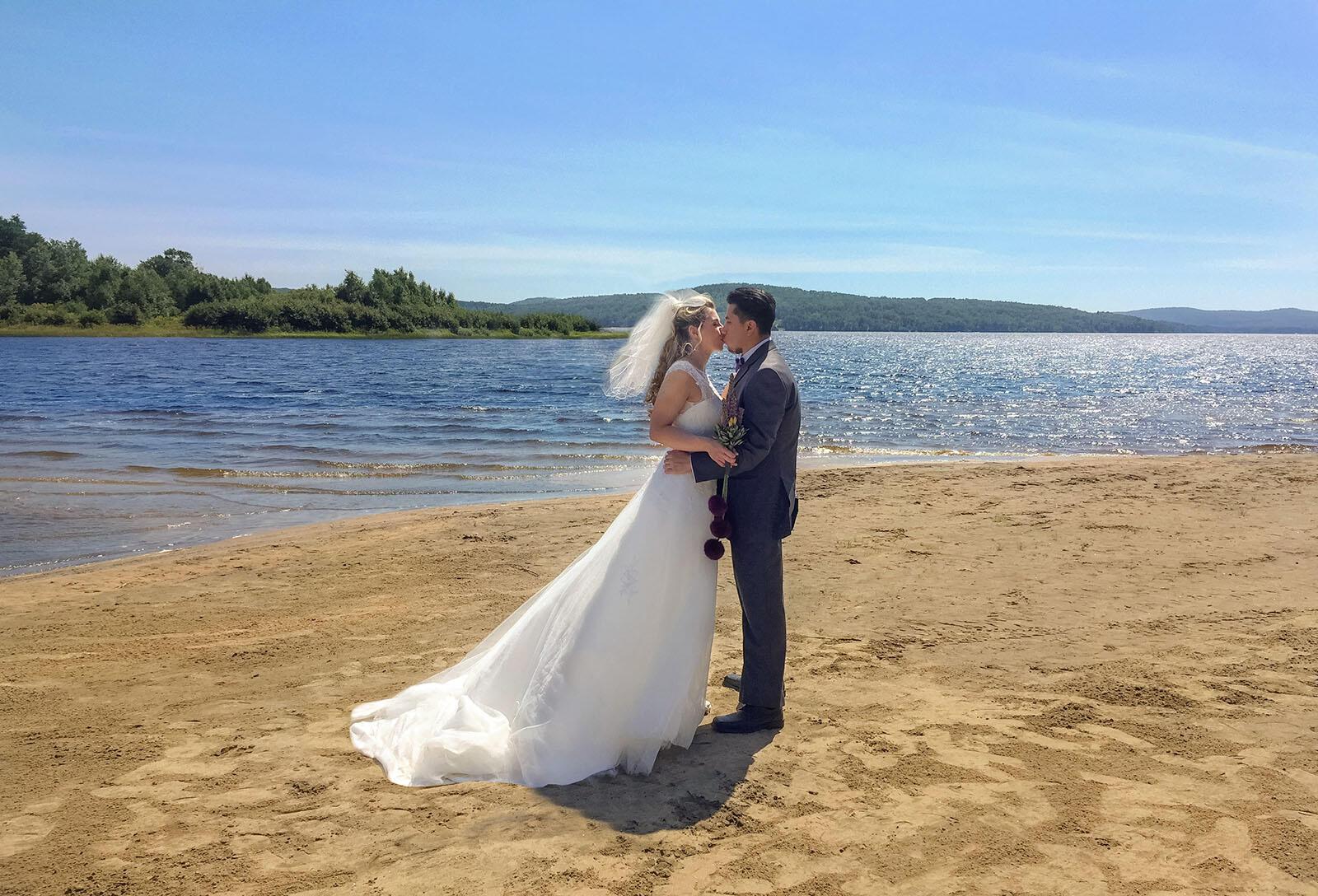 Mariage Claudie Plage dans Auberge du Lac Taureau, The Originals