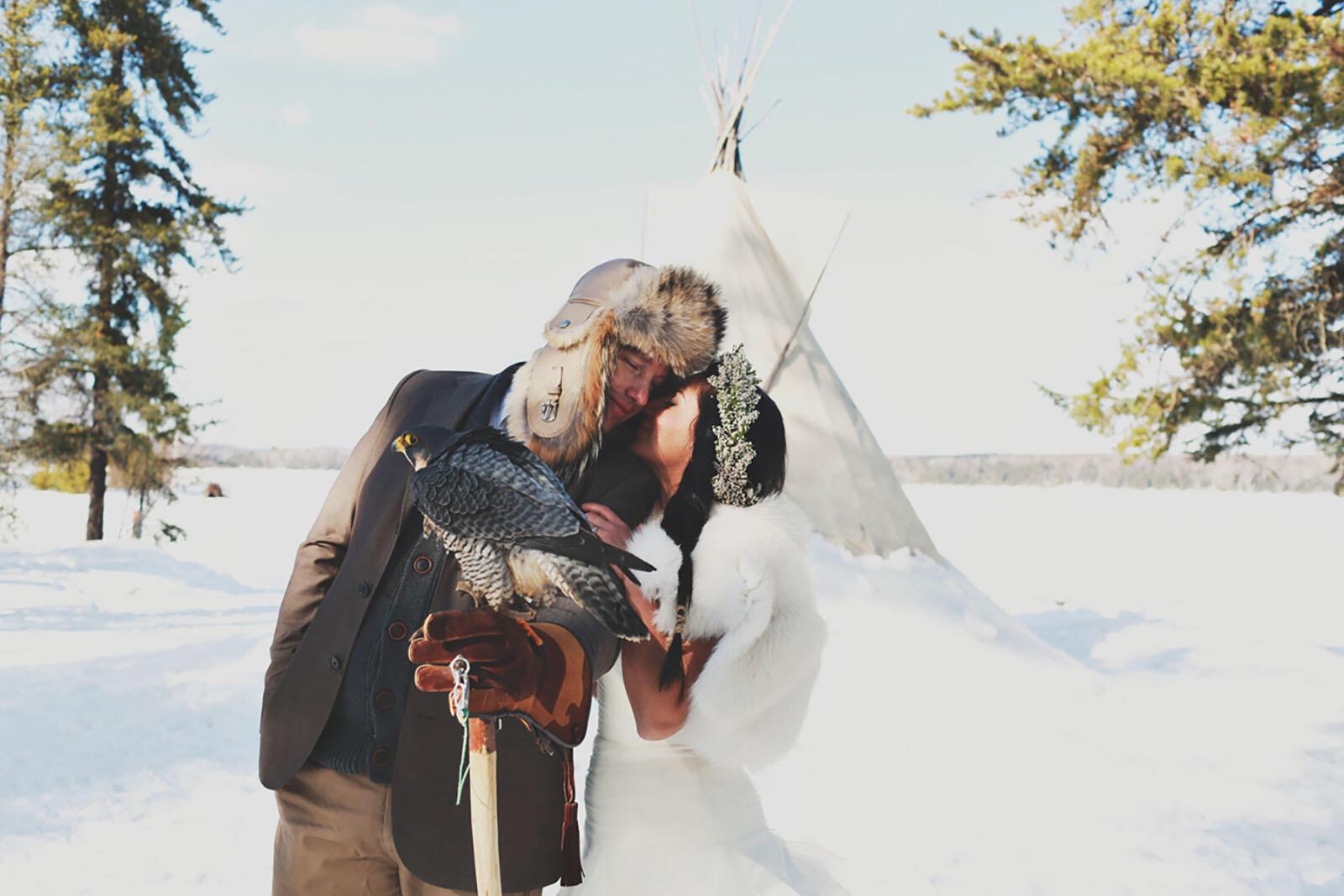 Mariage Hiver Couple dans Auberge du Lac Taureau, The Originals