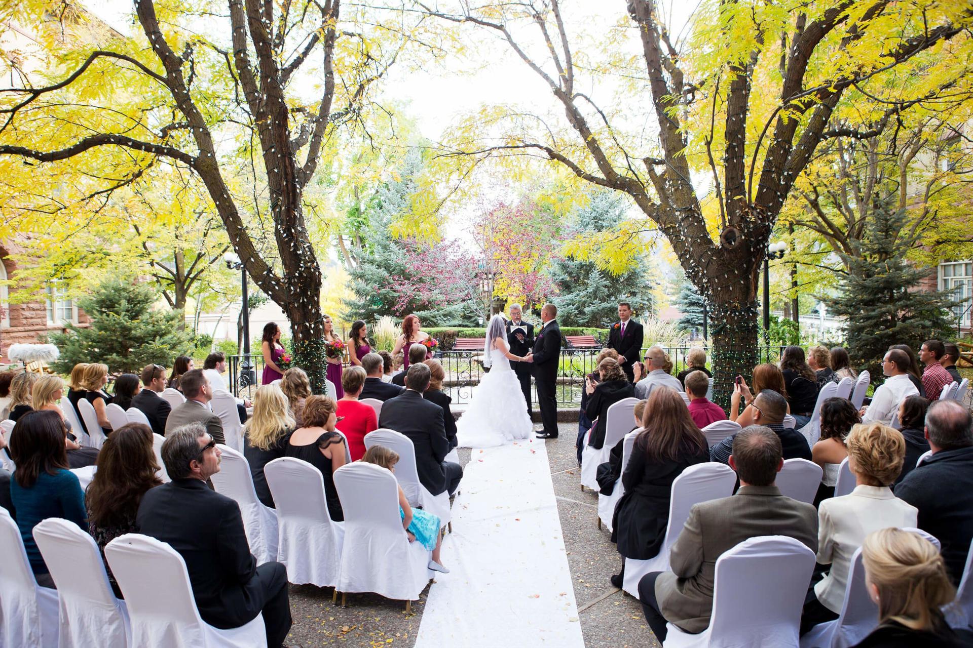 Outdoor wedding ceremony at Hotel Colorado