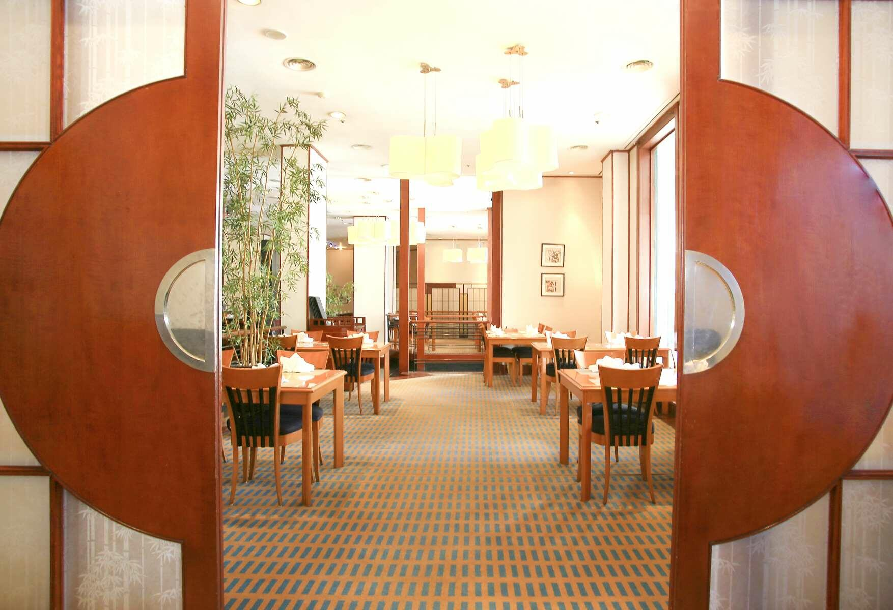 Dining at Hanoi Daewoo Hotel | Hotel Buffet Restaurants in Hanoi