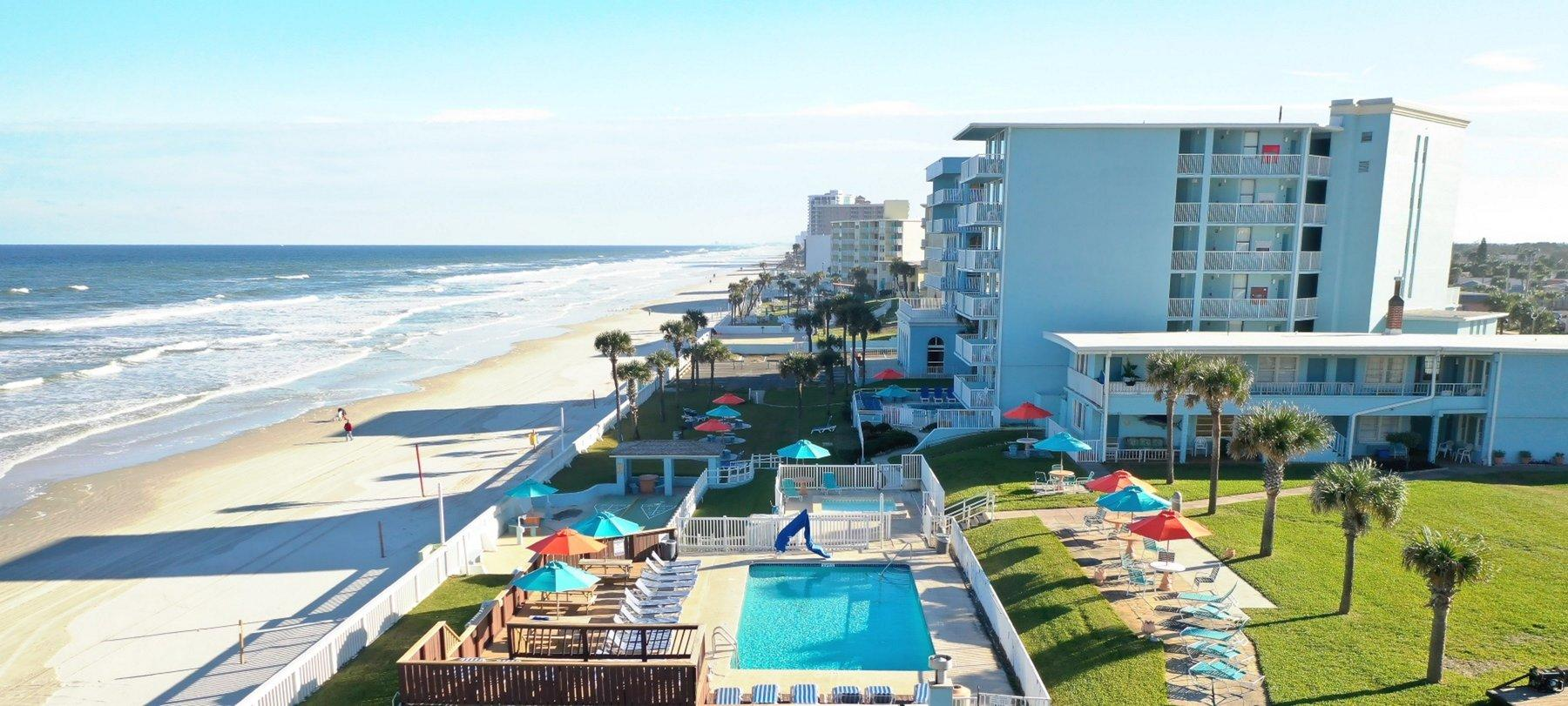 Exterior photo of El Caribe Resort.
