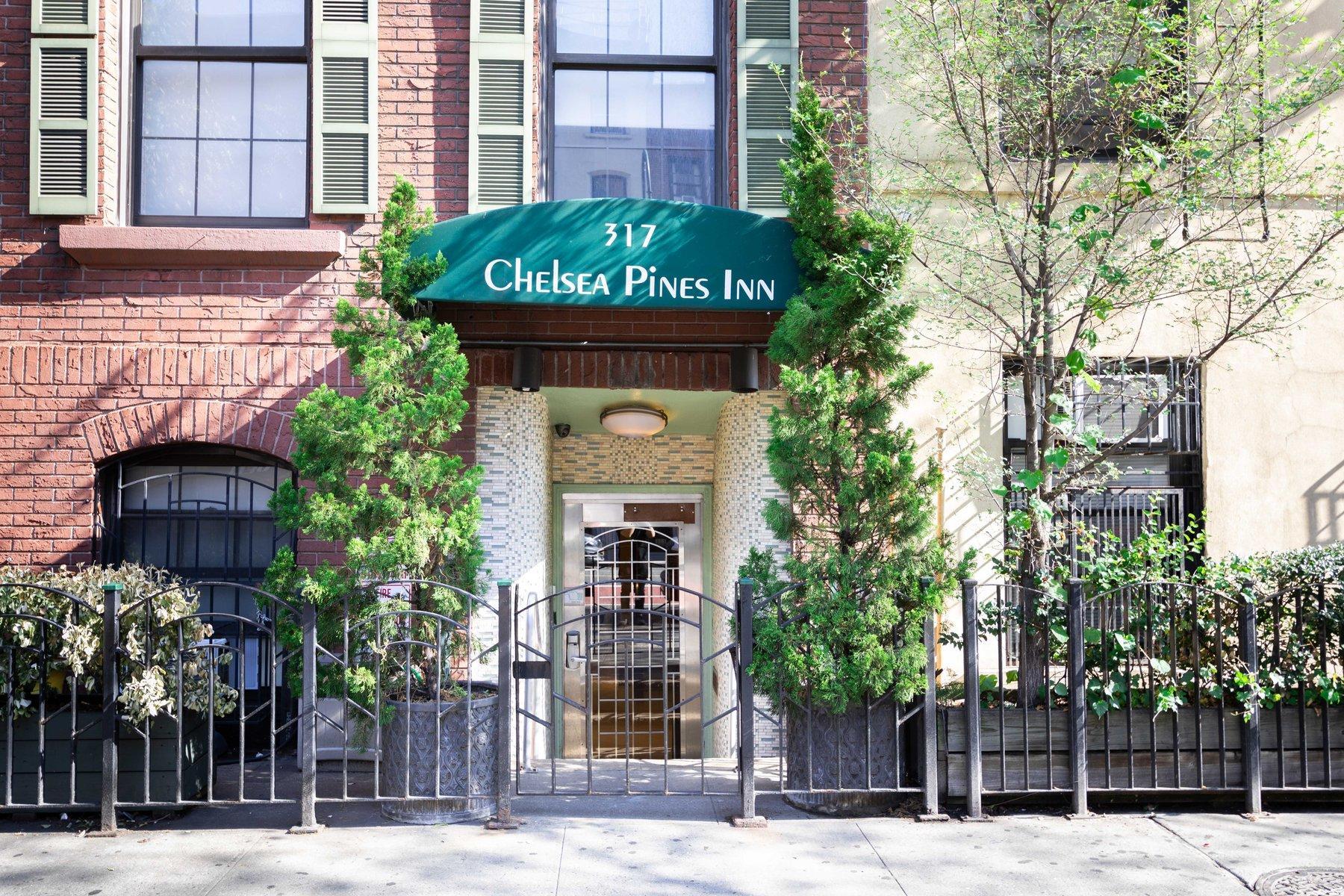 Exterior of Chelsea Pines Inn.