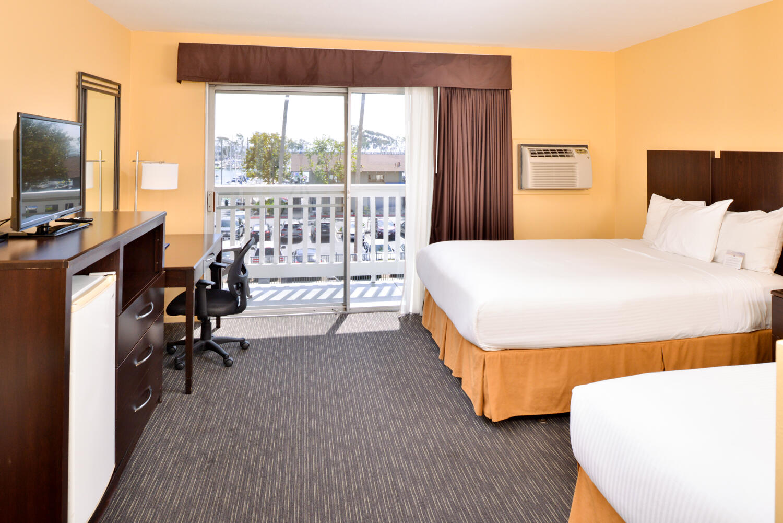 Deluxe Queen Harborview Room