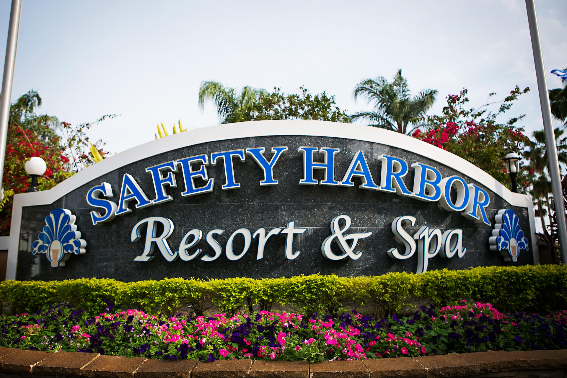 sign that says safety harbor resort & spa