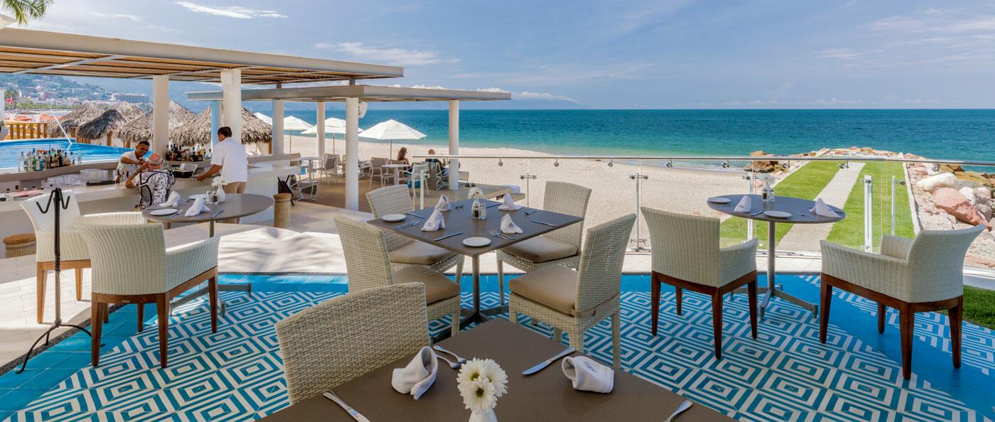 Pool facing dining