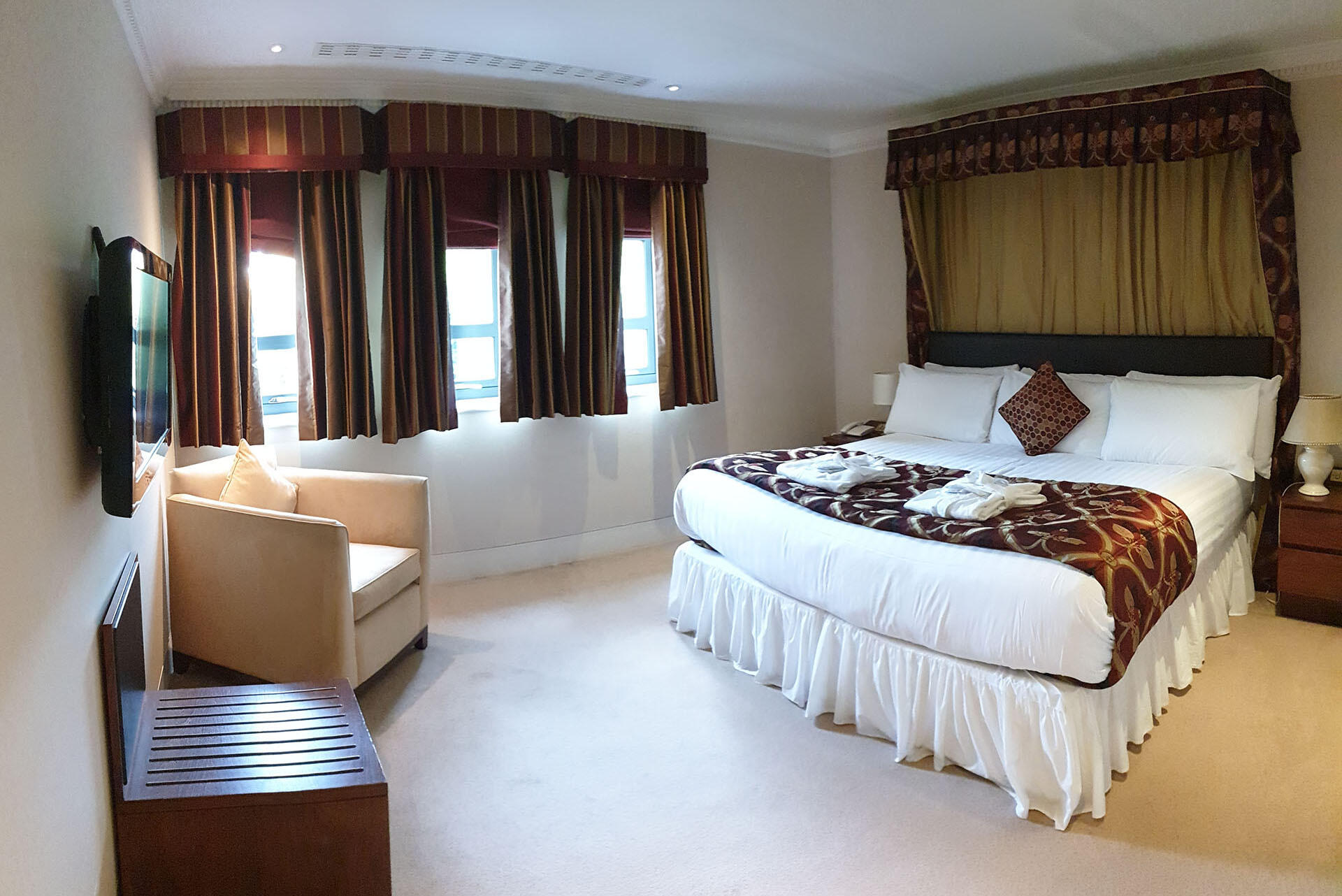 Deans Lodge Junior Suite at The Barn Hotel, Ruislip