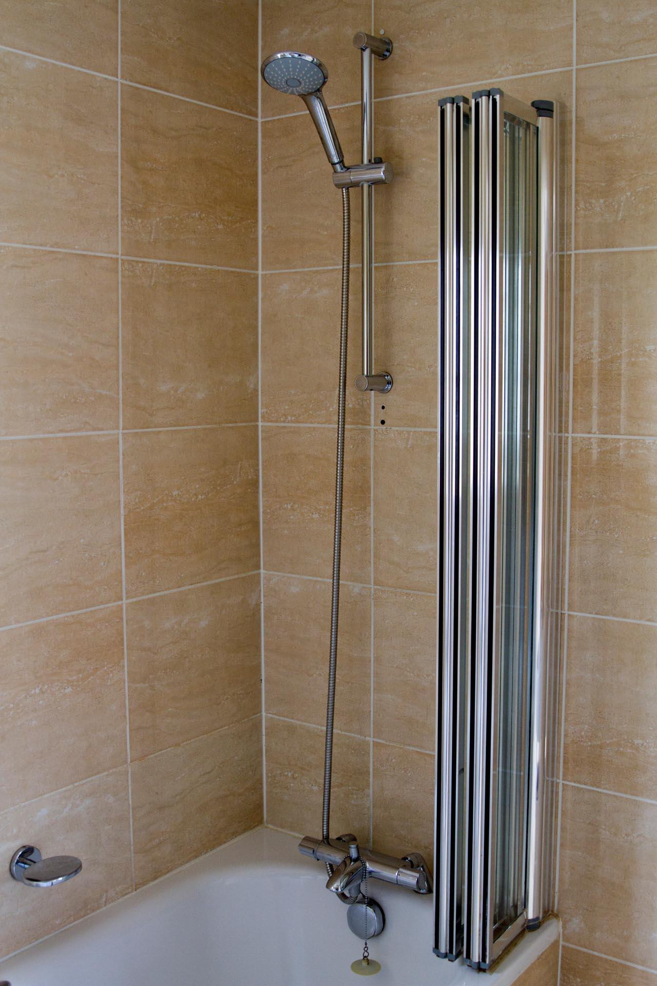 Standard Double Room bath at Barn Hotel Ruislip near London
