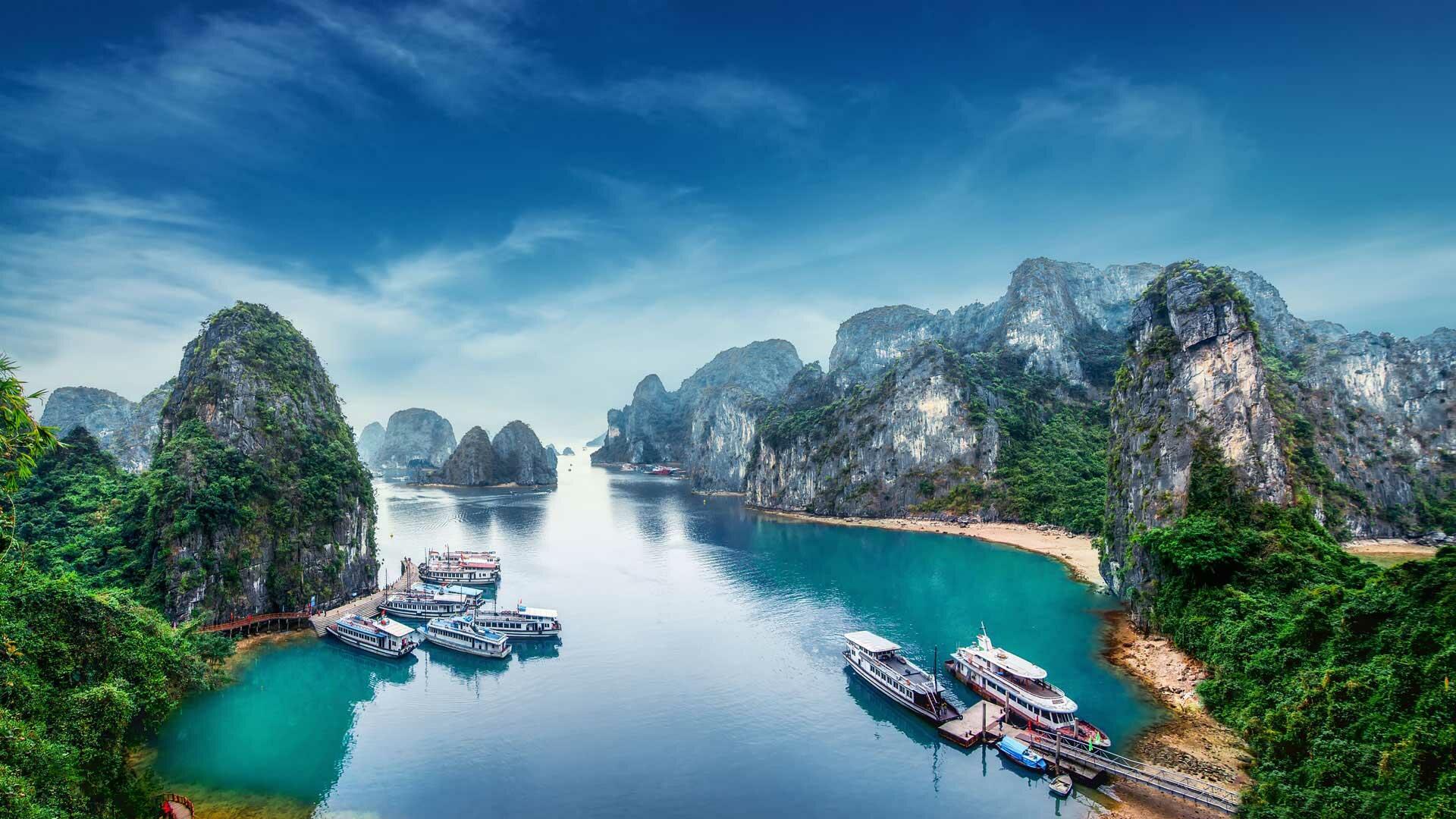 Halong Plaza Hotel - Halong Bay Travelling