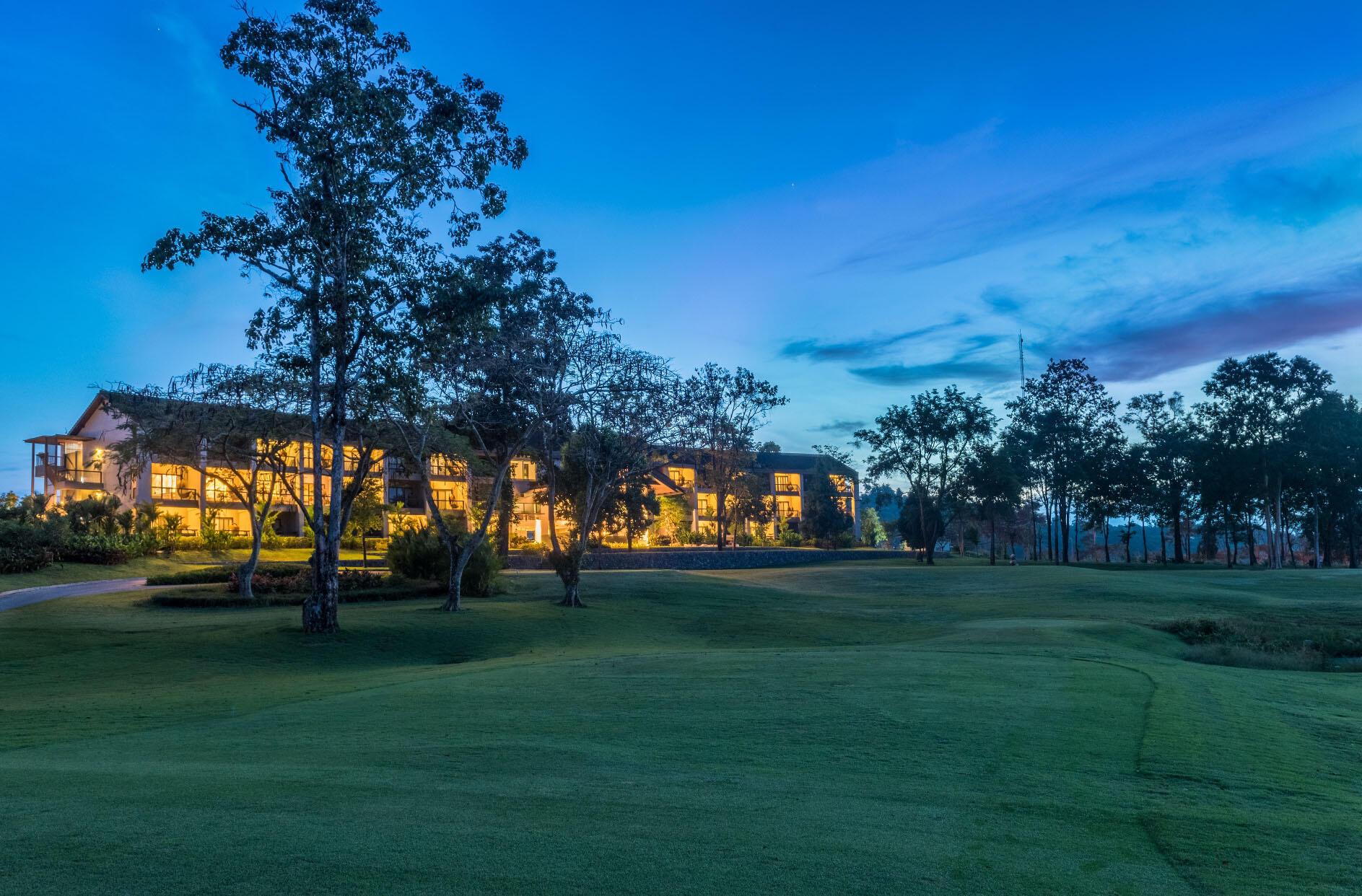 Chatrium Golf Resort Soi Dao Facade
