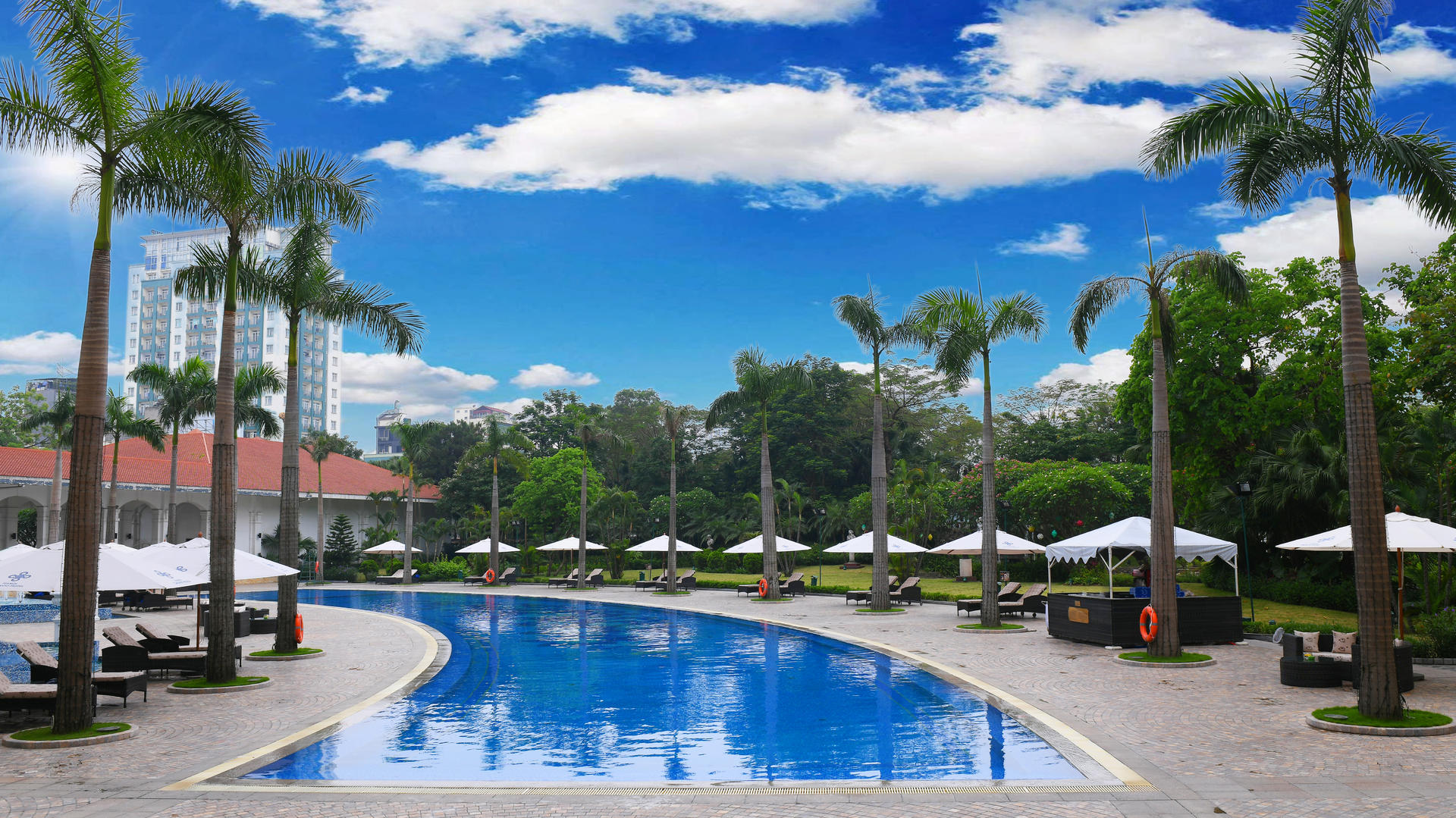 Swimming pool at Hanoi Daewoo Hotel