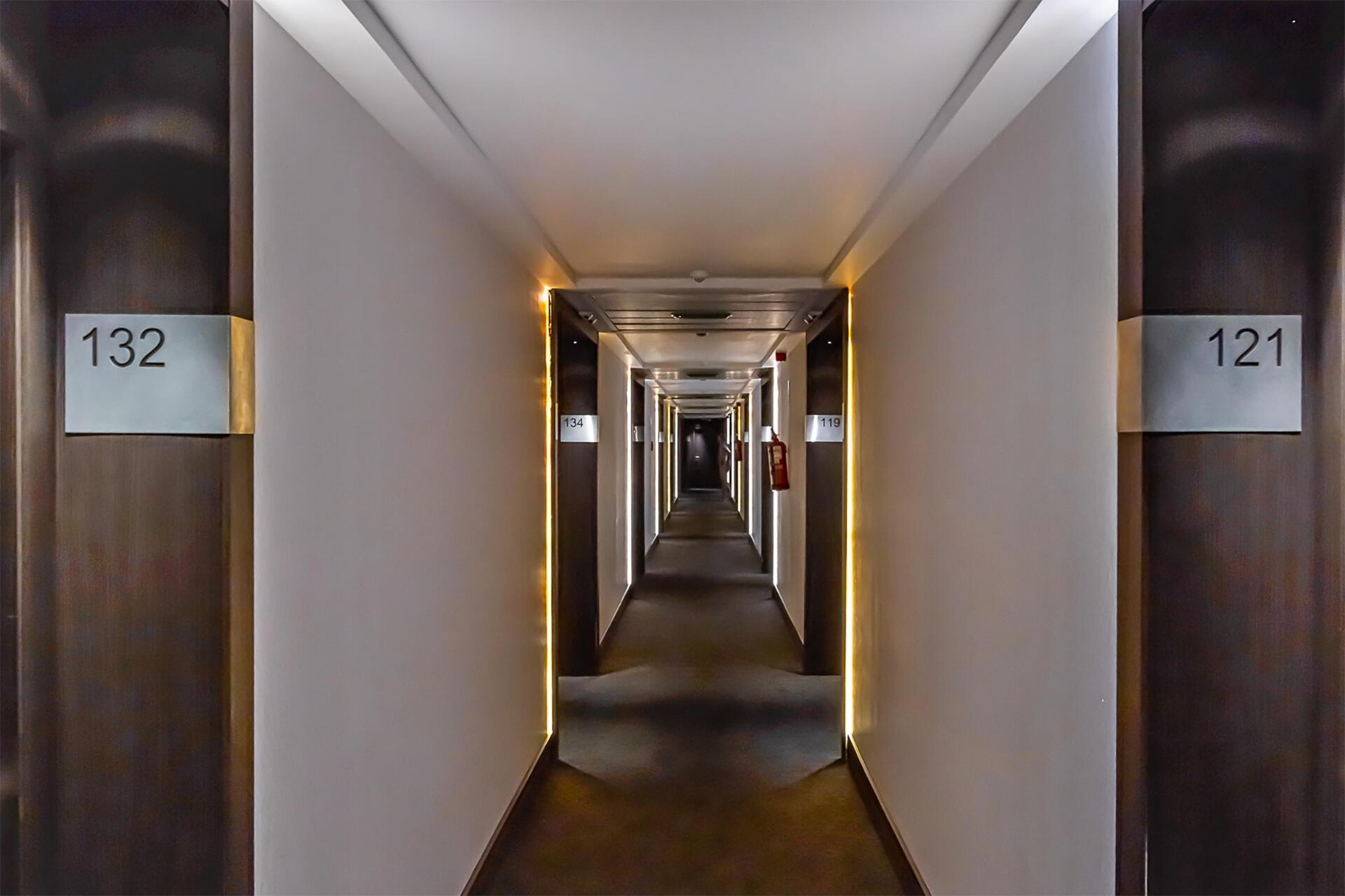 Pasillo del Hotel Amura Alcobendas cerca de Madrid
