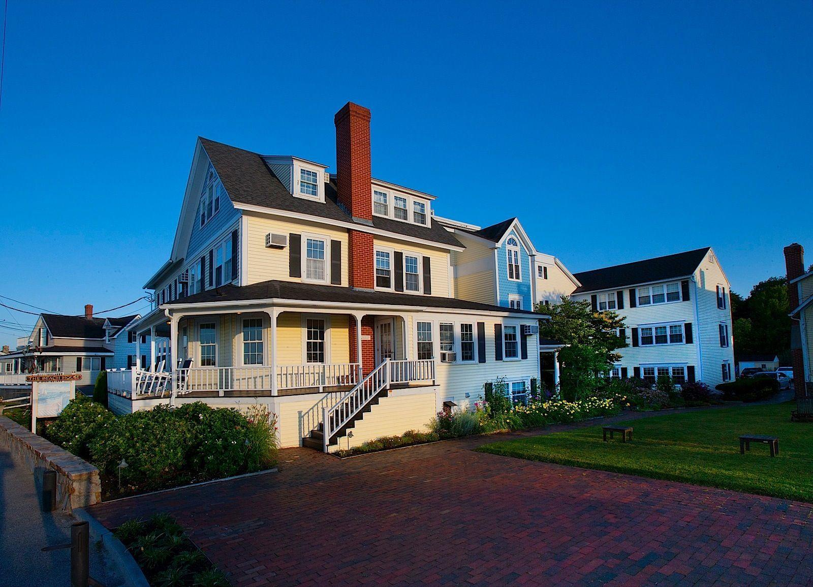 Beach House Inn Exterior