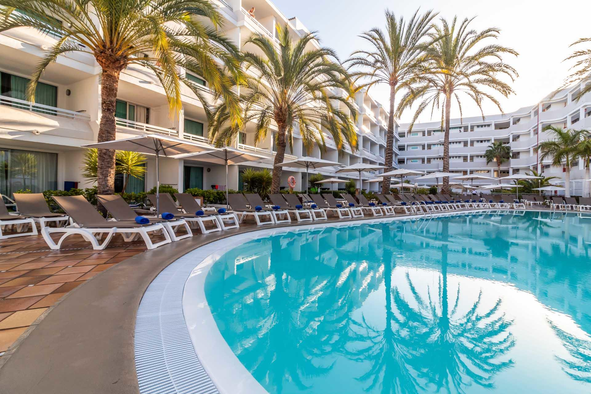 Labranda Bronze Playa Large Pool And Surrounding Chairs And Umbr