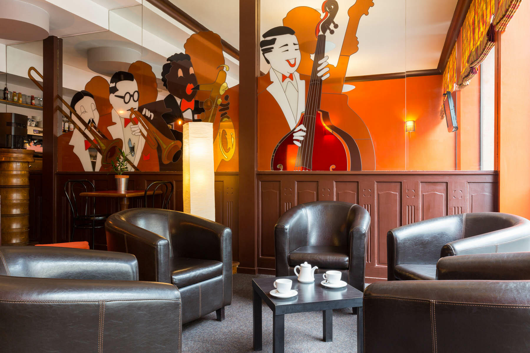 The lounge area at Hotel Bristol with brown leather chairs
