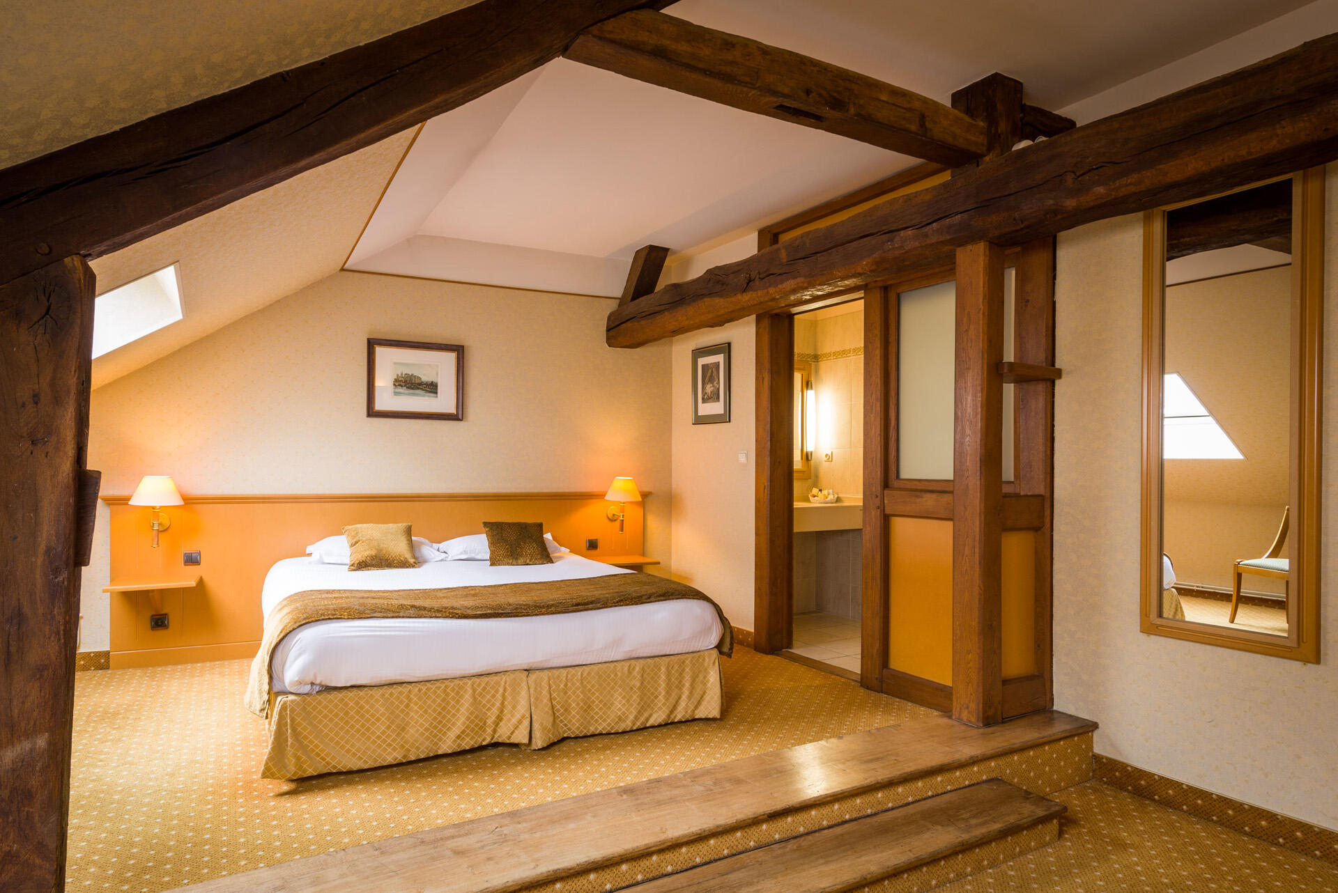 History of Hotel Anne d'Anjou in Saumur, France