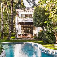 Fachada Villa con piscina y jardin privado