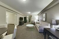 Coast-Kamloops-Premium-Suite-1-King-Parlour 3