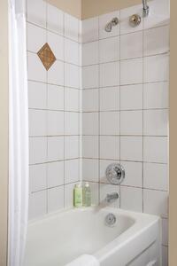 Coast Sundance Lodge - Guest Bathroom(1)