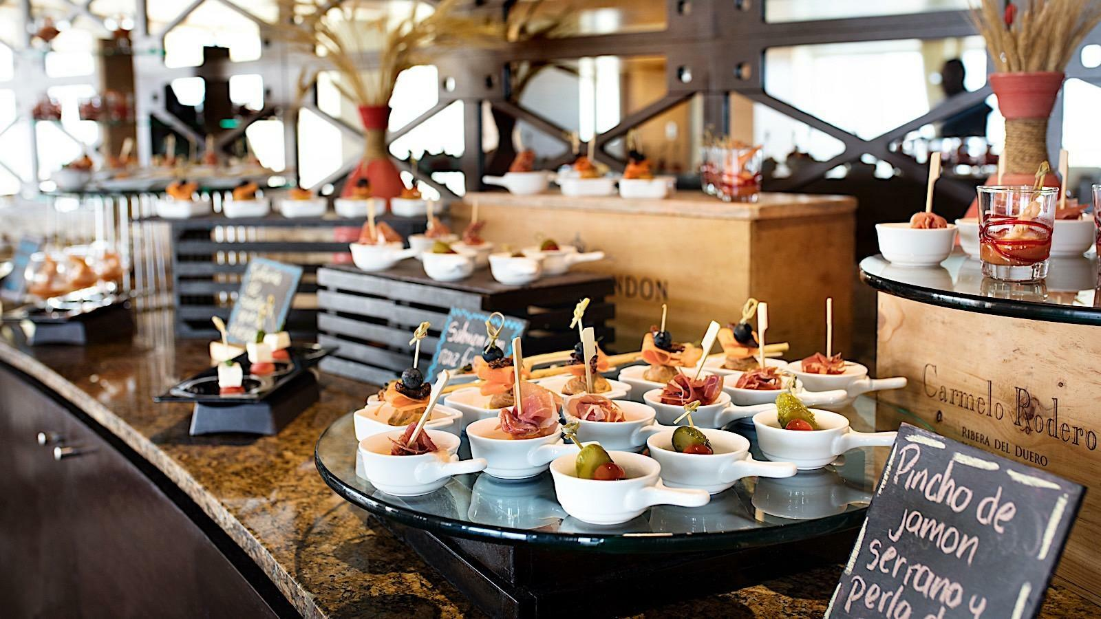Buffet area at Club 89 Lounge in Mundo Imperial