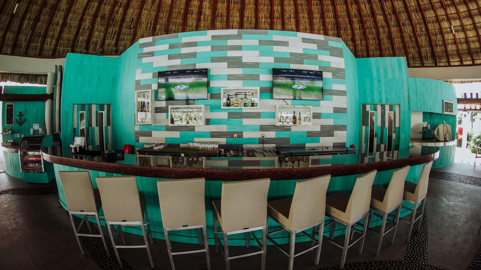 Bar area at Acua Restaurant in Mundo Imperial