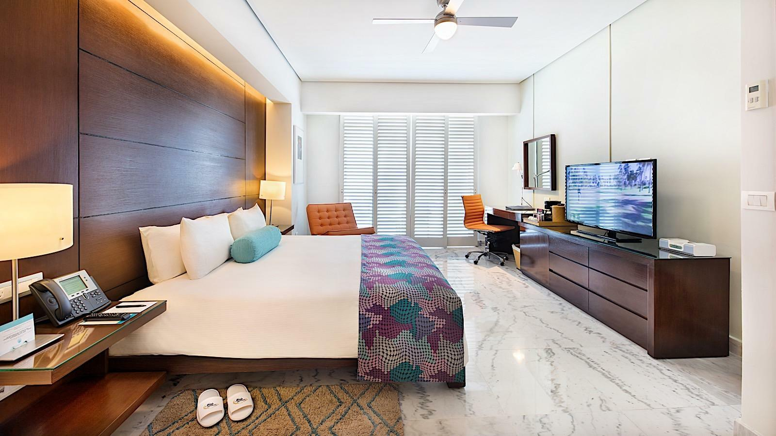 Club 89 King Size Bed Diamante View Room with one bed at Mundo Imperial