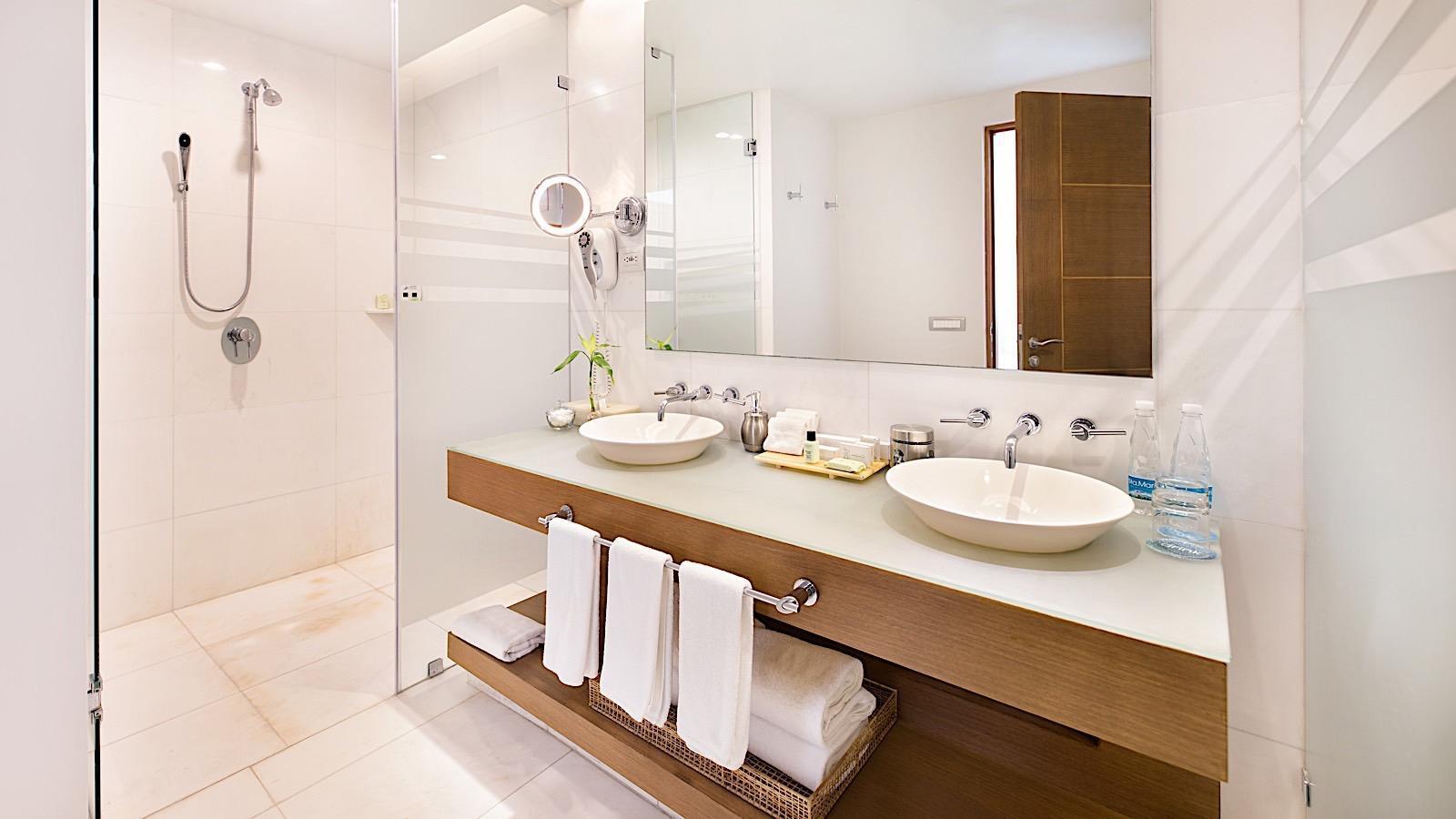 Bathroom in Imperial Suite at Mundo Imperial